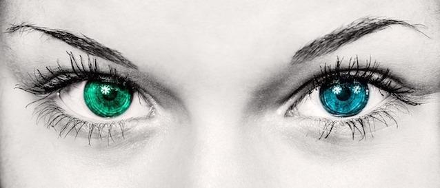 Farbiges Augenpaar